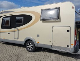 Camper in de coating